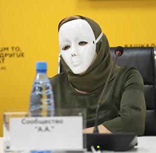 Представитель группы анонимных алкоголиков на пресс-конференции в мультимедийном пресс-центре Sputnik Кыргызстан