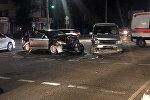 ДТП с участием двух автомобилей случилась на пересечении улиц Ахунбаева и Токтоналиева в Бишкеке