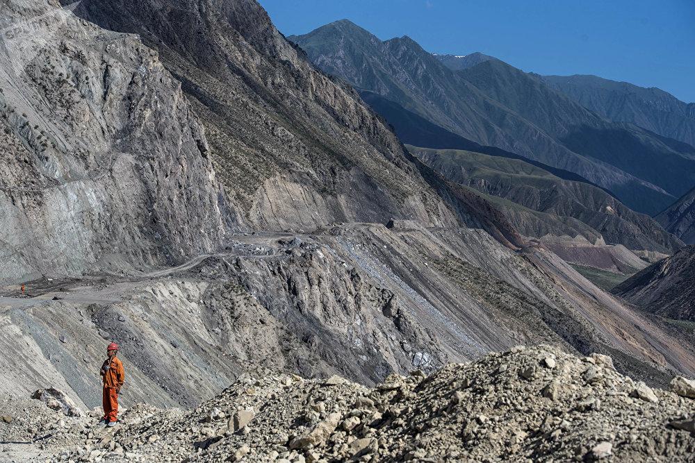 Азыр Түндүк — Түштүк альтернативалуу жолунун көпчүлүк бөлүгүндө казуу, жардыруу иштери жүргүзүлүүдө