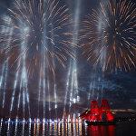 Санкт-Петербургда бүтүрүүчүлөрдүн Алые паруса - 2018 салтанатында атылган фейерверк