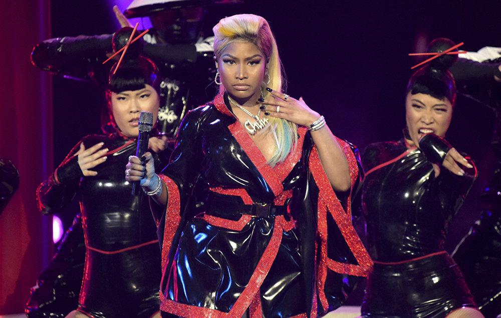 Америкалык ырчы Ники Минаж Лос-Анжелес шаарында өткөн BET Awards сыйлыгын тапшыруу аземинде