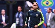 Неймар (Бразилия) на тренировке перед матчем