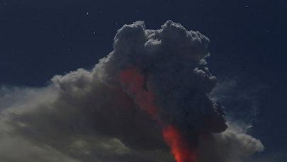 Архивное фото вулкана
