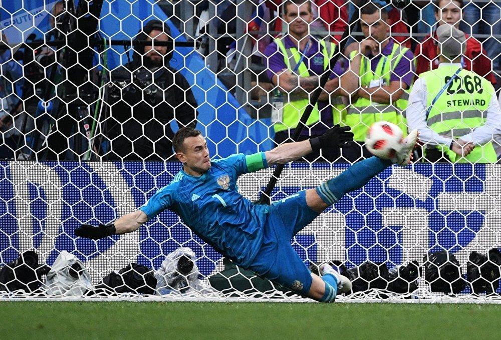 Россиянын курама командасы пенальтинин жыйынтыгында Испанияны 4:3 эсеби менен утуп, чейрек финалган жолдомо алды