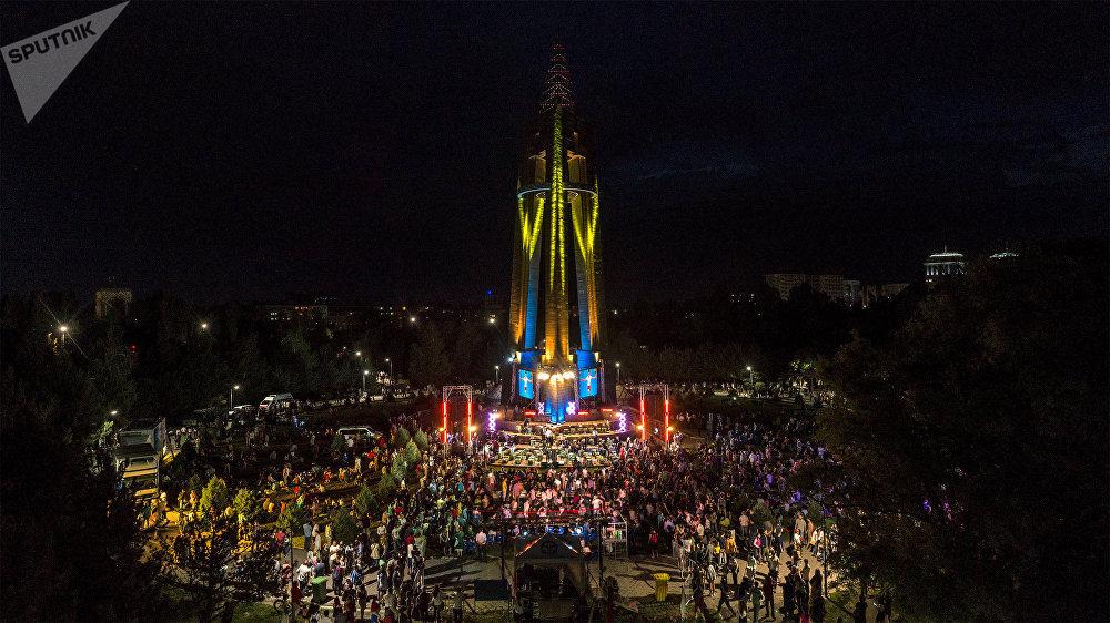 Бишкекте ачык асман алдында Tengri Music деп аталган классикалык музыканын фестивалы өттү