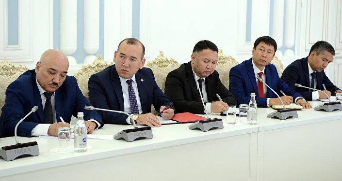 Жээнбеков сегодня, 2 июля, провел очередное рабочее совещание с участием сотрудников секретариата Совета безопасности КР