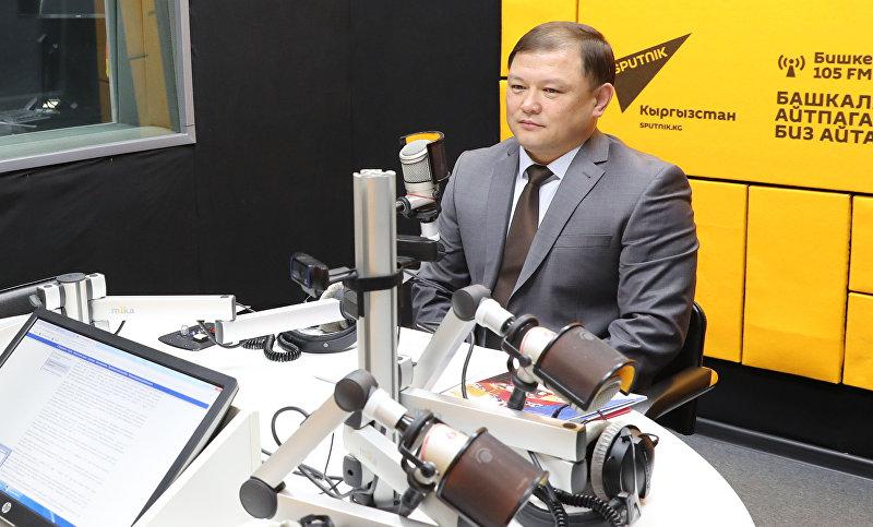 Спикер Жогорку Кенеша Дастанбек Джумабеков во время интервью на радио Sputnik Кыргызстан