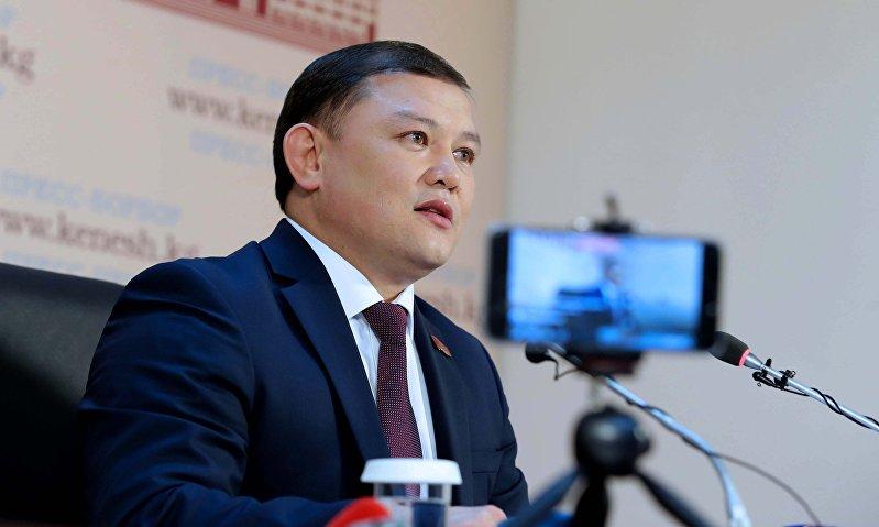 Спикер Жогорку Кенеша Дастан Джумабеков в ходе пресс-конференции по итогам четвертой сессии  Жогорку Кенеша Кыргызской Республики шестого созыва