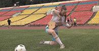 Оп, давай-давай! Мария Наумова мастерски сыграла на комузе. Видео
