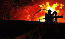 Работа пожарных на месте возгорания. Архивное фото