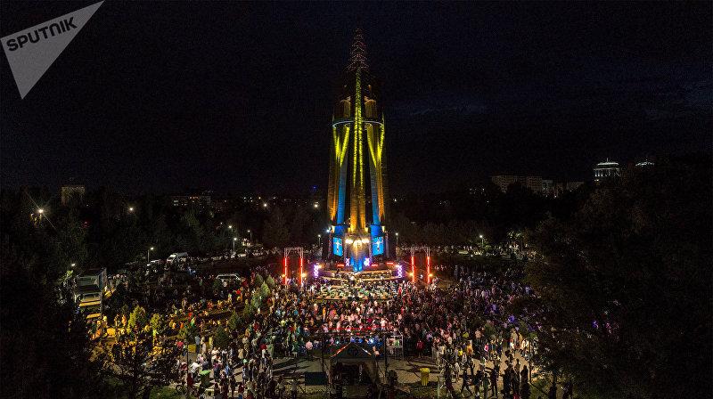 На концерт под открытым небом пришло несколько тысяч человек