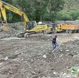 Спецтехника на месторождении Урмарал в Бакай-Атинском районе Таласской области