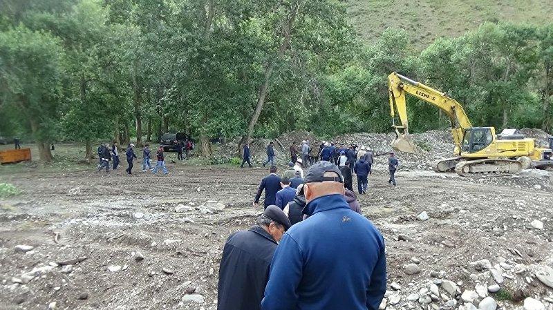 Добыча золота у реки Урмарал в Таласе