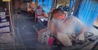 У китаянки в автобусе взорвался рower bank — видео