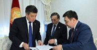 Президент КР Сооронбай Жээнбеков принял президента Международной Тюркской академии Дархана Кадыралы