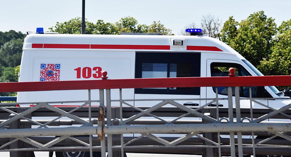 Автомобиль скорой помощи на улице. Архивное фото