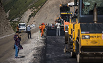 Строительство дороги. Архивное фото