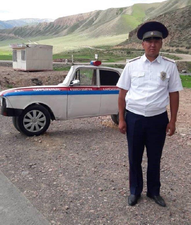 В районе села Оттук Нарынской области на трассе Бишкек — Нарын — Торугарт появился объемный макет патрульной машины