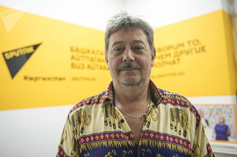 Член МАНЭБ Сергей Криворучко во время беседы