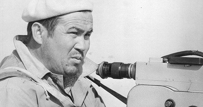 Кыргыздын алгачкы профессионал кинооператору Марлес Туратбековдун архивное фото