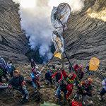 Фестиваль на кратере вулкана Бромо в Индонезии