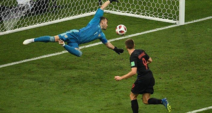На 39 минуте хорватский игрок Андрей Крамарич сравнял счет