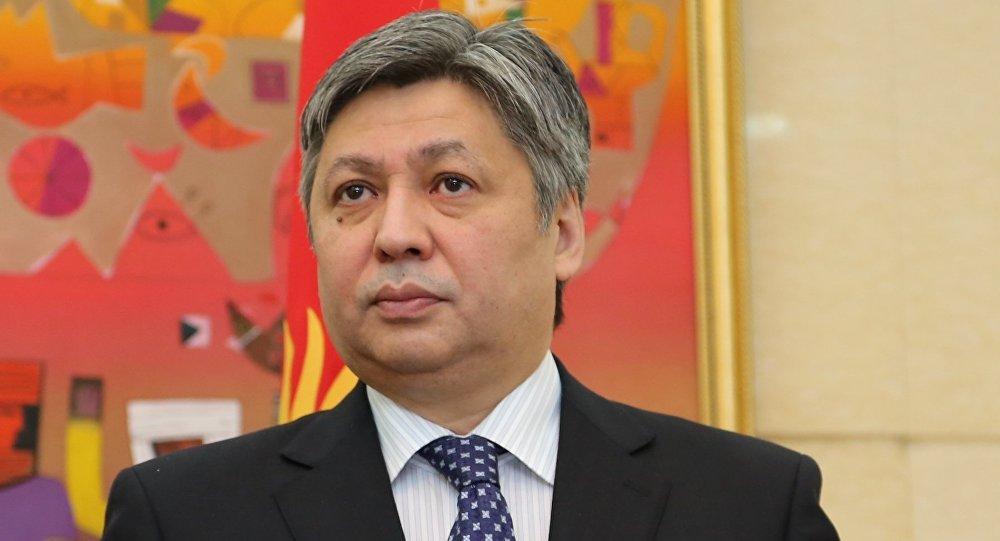 Мурдагы тышкы иштер министри Эрлан Абдылдаевдин архивдик сүрөтү