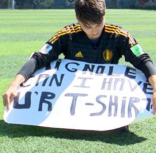 Как кыргызстанцу подарил футболку вратарь сборной Бельгии — видео