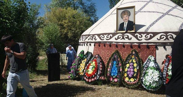 Похороны актера Дуйшенбека Байдоботова