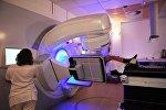 Пациент во время радиотерапии на линейном ускорителе. Архивное фото