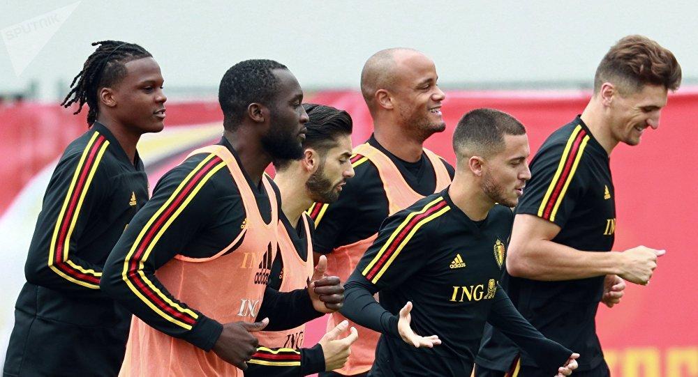 Игроки сборной Бельгии на тренировке перед матчем 1/2 финала чемпионата мира по футболу против сборной Франции.