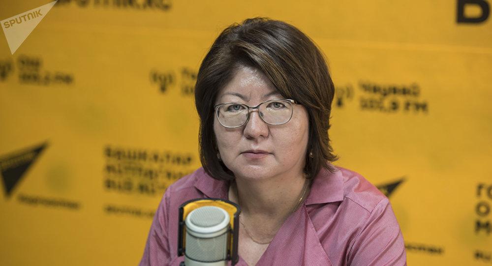 Заместитель министра культуры, информации и туризма КР Айнура Темирбекова во время интервью на радиостудии Sputnik Кыргызстан