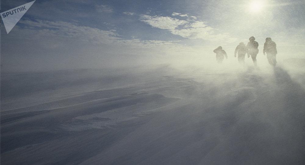 Ураганный ветер на побережье Антарктиды. Архивное фото