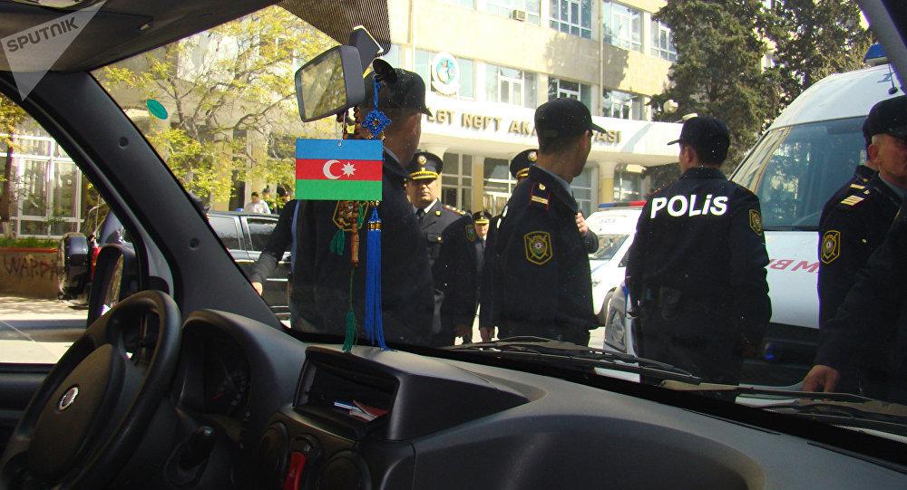 На месте происшествия у Азербайджанской государственной нефтяной академии, где неизвестный открыл стрельбу.