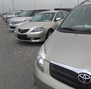 Автомобили выставленные на продажу на авторынке РИОМ Авто в селе Военно-Антоновка. Архивное фото