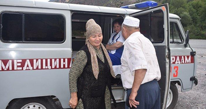 Если водитель выглядел уставшим или же у него наблюдалось обезвоживание, повышенное давление, медики рекомендовали немного отдохнуть перед дорогой по высокогорным участкам трассы Бишкек — Ош.