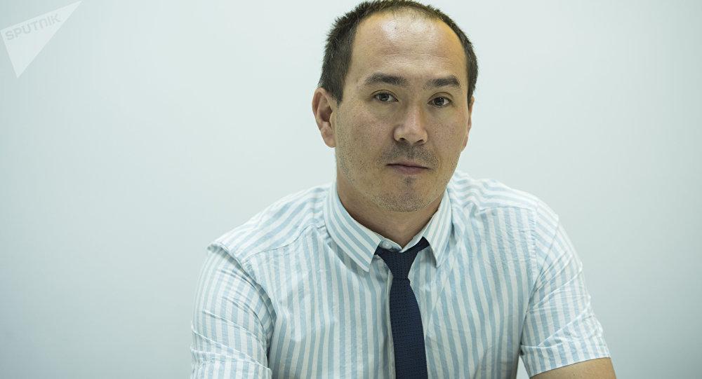 БУУнун баңгизат жана кылмыштуулук боюнча башкармалыгынын эксперти Улан Шамшиев. Архивдик сүрөт