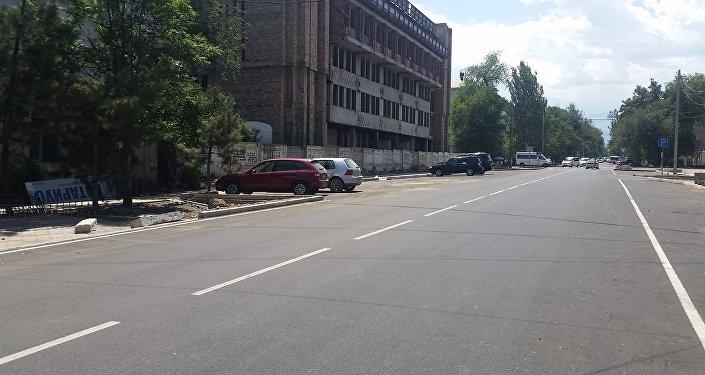 Бишкек шаарындагы Калык Акиев көчөсү Киев көчөсүнөн Жибек Жолу проспектисине чейин автоунаа үчүн ачылды
