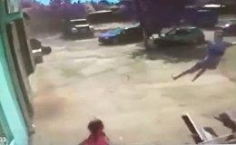 Смерч подбросил мальчика в воздух — шокирующие кадры из Украины