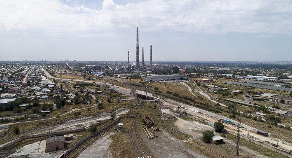 Вид на восток города Бишкек с высоты. Архивное фото