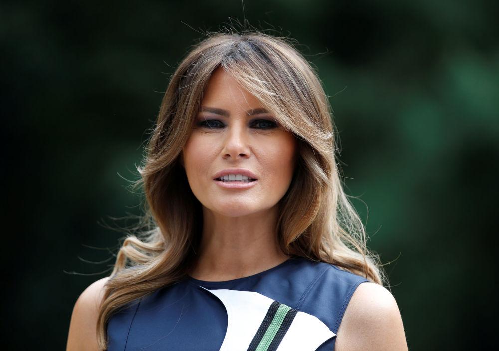 Первая леди США Меланья Трамп надела платье от Calvin Klein