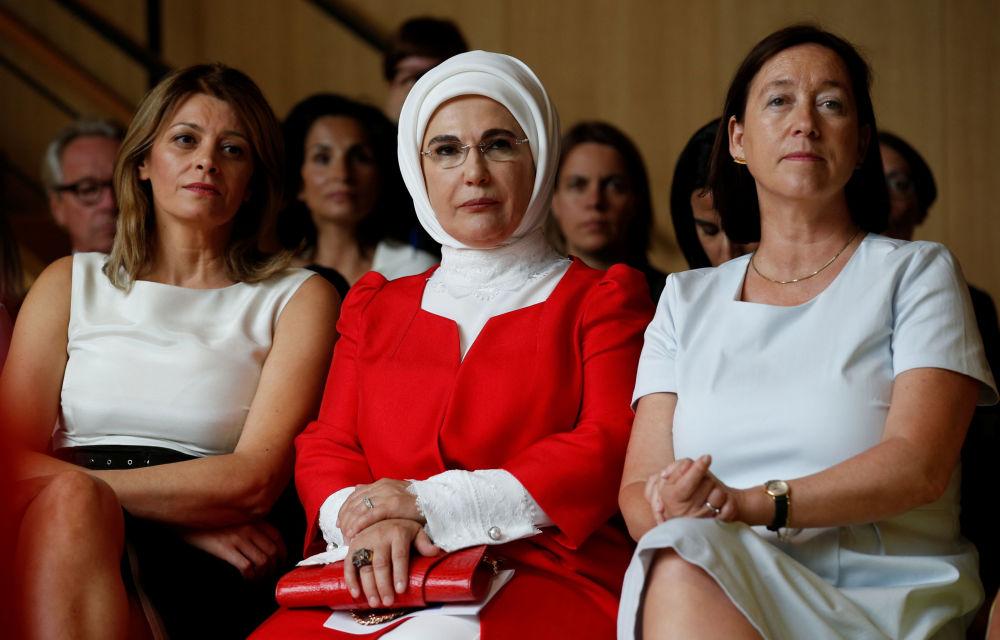 Супруга президента Болгарии Десислава Радева, первая леди Турции Эмине Эрдоган и жена Йенса Столтенберга, Ингрид Шулеруд