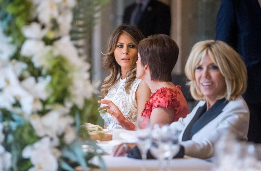 Мелания Трамп и Брижит Макрон сидели недалеко друг от друга. Последний раз они виделись в Белом доме.