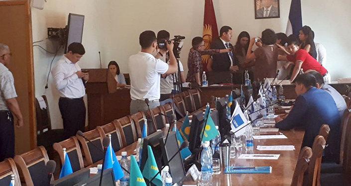 Внеочередное заседание Бишкекского городского кенеша
