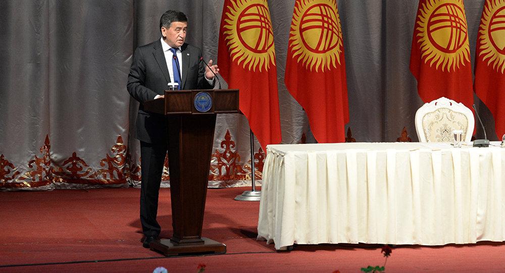 Президент Кыргызстана Сооронбай Жээнбеков во время встречи с жителями Таласской области