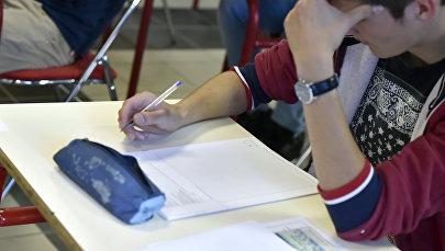 Абитуриент сдает экзамен. Архивное фото