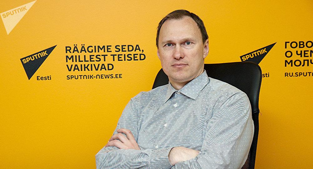 Политолог Виталий Гайчонок во время интервью на радио Sputnik Эстония