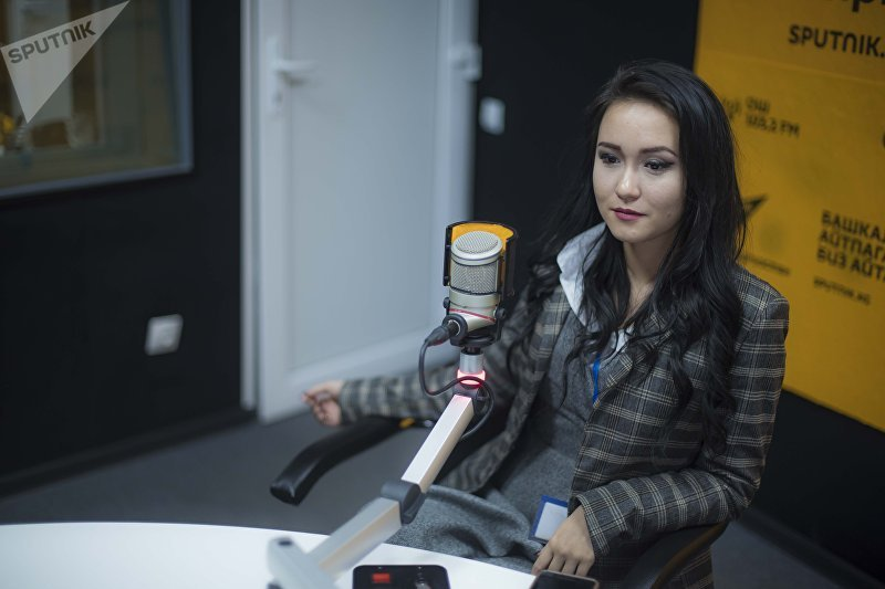 Журналист-блогер, корреспондент Sputnik Кыргызстан Асель Минбаева во время интервью на радио Sputnik Кыргызстан