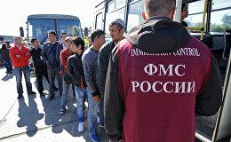 Россия Федерациясынын миграция кызматынын кызмамткери. Архив