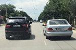 Два авто с одинаковыми номерами в Бишкеке